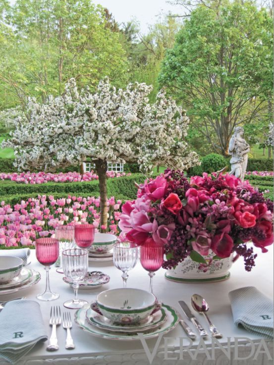 Carolyne Roehm Outdoor Table Setting