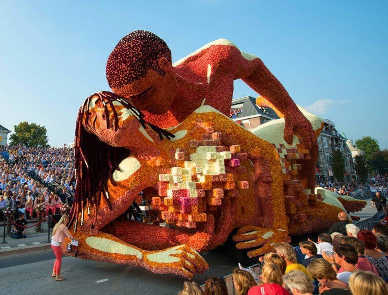 Zundert flower parade X rated couple