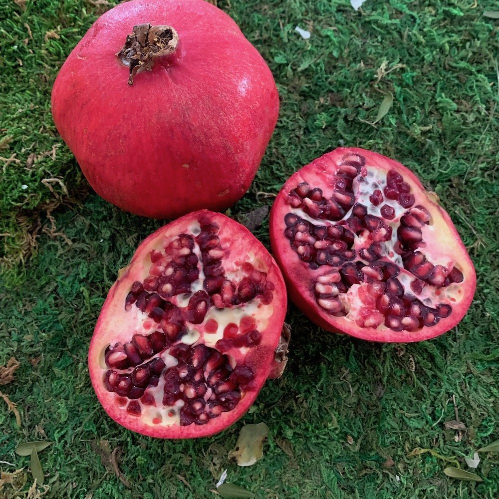 Use pomegranates for Rosh Hashanah centerpieces