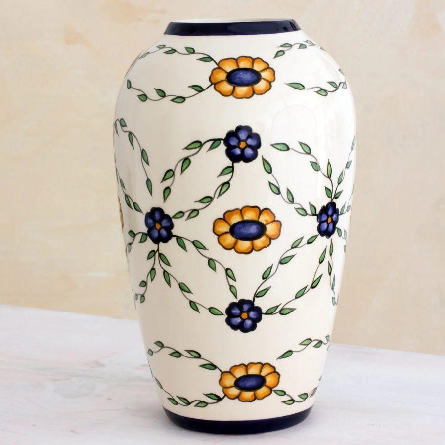 Margarita Garland ceramic vase