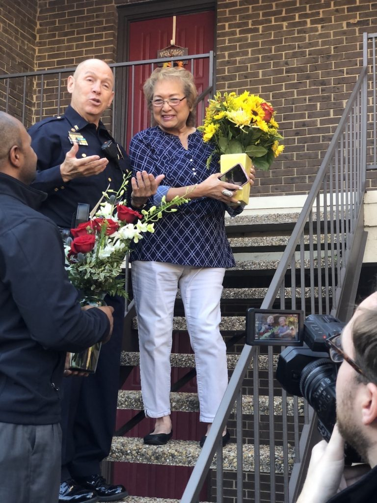 Dallas Texas Police give free bouquet