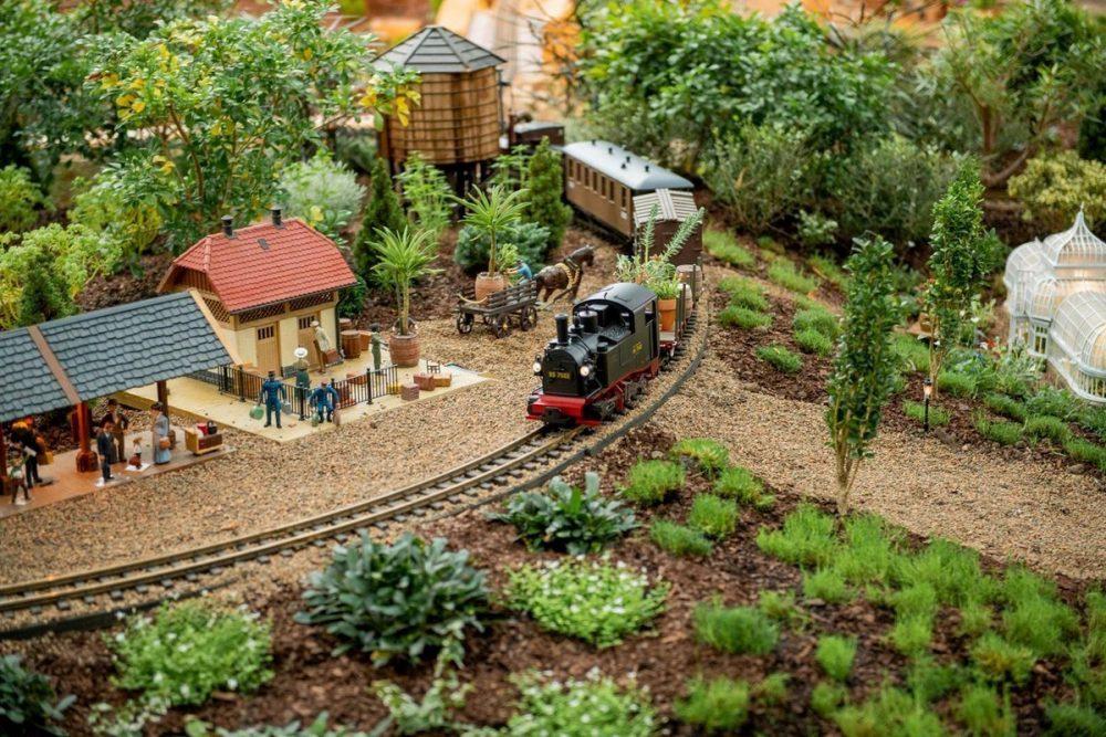 Phipps' miniature Garden Railroad